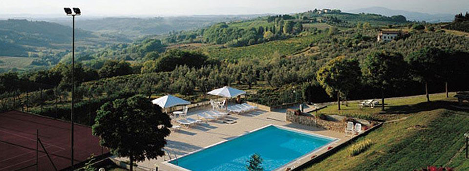 Le Pianore: swimming pool & tennis